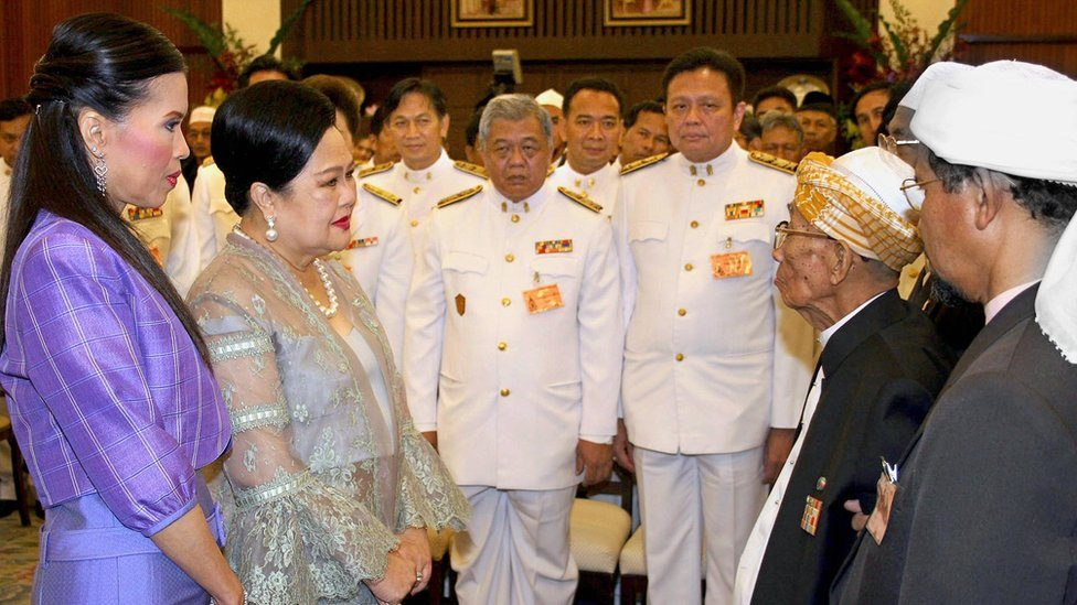 Thai Queen Sirikit (2nd L) talks with local Muslim leaders (R) about the recent spat of violence in the country's restive southern provinces, 15 October 2005, while Princess Ubolratana (L)