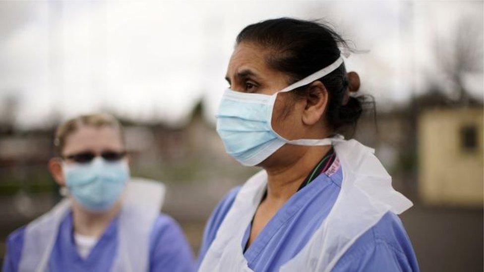 တစ်ကမ္ဘာလုံးက ကျန်းမာရေးဝန်ထမ်းတွေ ကပ်ရောဂါကို ခုခံနေကြရ
