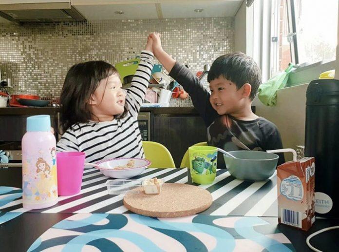 ก้อย รัชวิน พา ตูน บอดี้สแลม ไหว้พ่อแม่ รดน้ำดำหัว