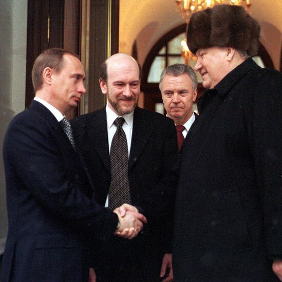 Retiring Russian President Boris Yeltsin shakes hands with Prime Minister and acting President Vladimir Putin.