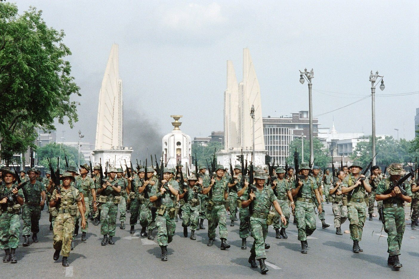 During protests against the government of Prime Minister Suchinda Kraprayoon, thaï troops began shooting after angry crowds went on a rampage on May 20, 1992 in the city center of Bangkok.