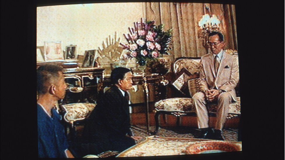 1992/05/20: The King of Thailand, His Majesty King Bhumibol Adulyadej lectures the two protagonists in the recent struggle for democracy in Thailand. Chamlong Srimuang (left), the de facto leader of the street demonstrations, kneels next to General Suchinda Kraprayoon who was one of the leaders of a civilian-government toppling coup in 1991 and was later to proclaim himself Prime Minister thereby sparking the demonstrations and violence that left dozens of civilians dead, shot by the Thai Military. Soon after this meeting Suchinda resigned