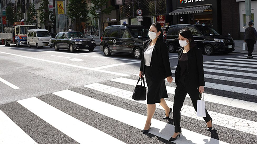 Japanese business women in Tokyo's central business district