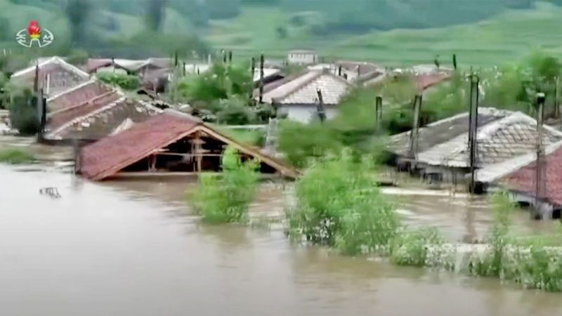 Escaping the landslide rain - flooding the roof  aggravate the famine crisis