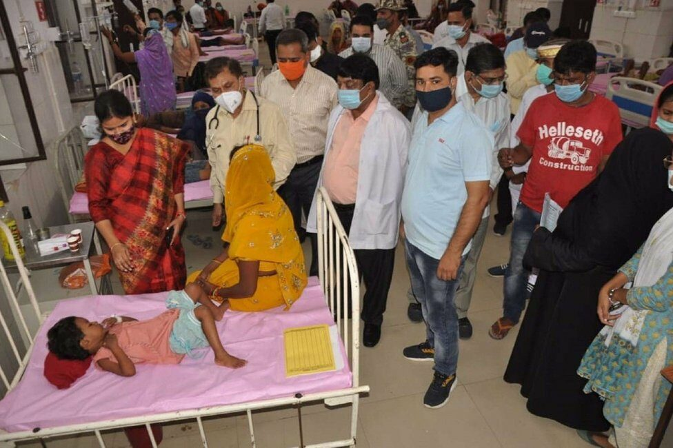 Children suffering from fever in UP hospital in August 2021