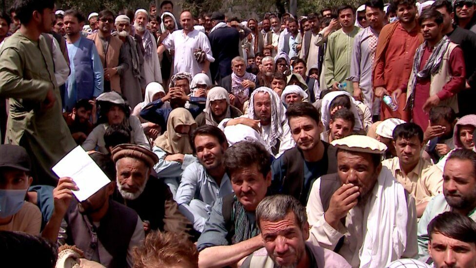 Queuing for the bank in Kabul, 3 September 2021